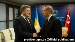 Петр Порошенко (с) һәм Рәҗәп Тайип Эрдоган (у)