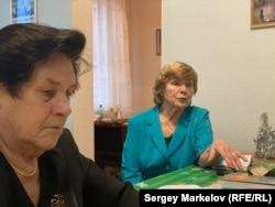"""Lenina Makejeva (levo) i Klavdia Njupijeva su provele vreme u radnom logoru Petrozavodsk. """"Moja starija sestra i ja smo imale jedan par cipela između nas"""", kaže Njupijeva."""