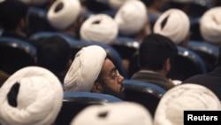 İran ruhaniləri.