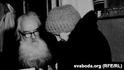 Элеанора Вецер у Аршанскім раёне ў экспедыцыі ў кастрычніку 1984 году.