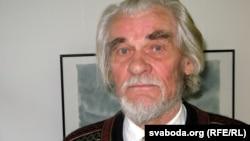 Яўген Петрашэвіч быў доўга знаёмы з Зоськай Верас, ён перадаў лісты ад яе ў музэй Максіма Багдановіча