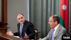 Russia -- Foreign Minister Sergei Lavrov (R) meets with his Azerbaijani counterpart Elmar Mammadyarov in Moscow, 21May2013