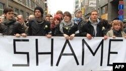 Բելգիա - Ուսանողները «Ամոթ» կարգախոսով ցույց են անցկացնում Բրյուսելում` պահանջելով կառավարություն կազմել, հունվար, 2011թ.