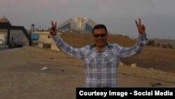 شاهینی ۴۶ ساله تیرماه امسال از سوی ماموران اطلاعات سپاه پاسداران در منزل مادرش در گرگان بازداشت شد.