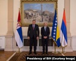 Na ceremoniji prijema akreditiva novog ambasadora Srbije u BiH Dodik istakao zastavu Republike Srpske
