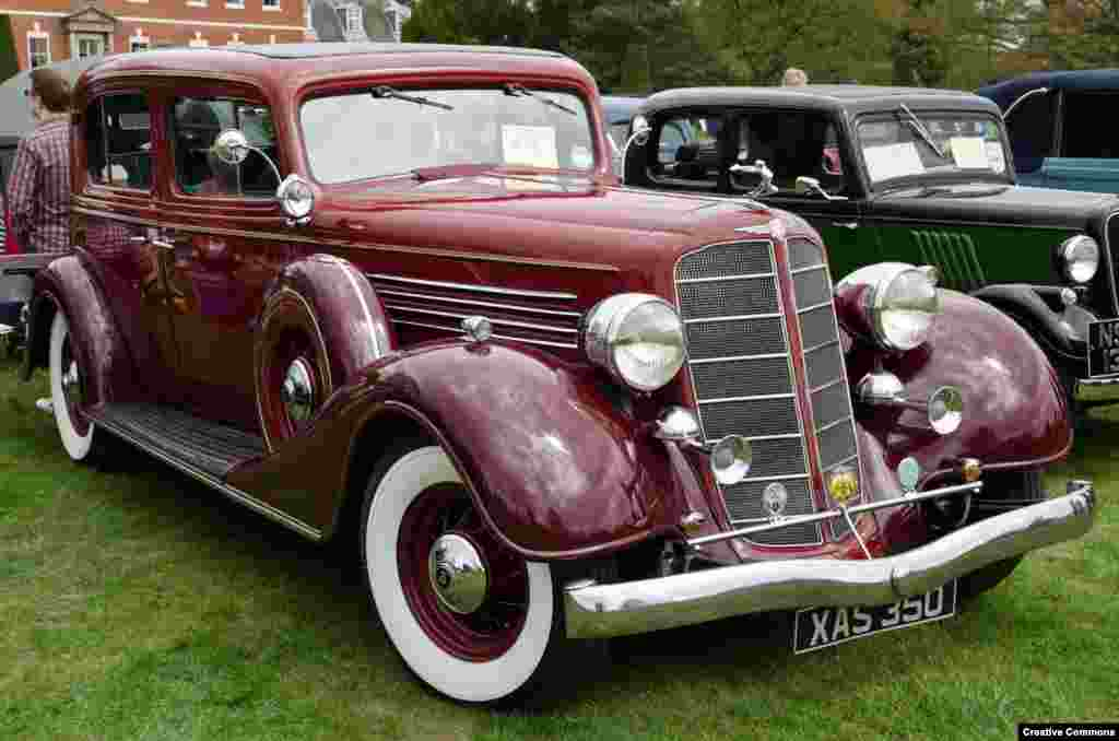 The muscular elegance of this American classic -- a 1935 Buick 4-door sedan -- apparently caught the eye of Soviet engineers.