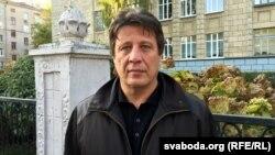 Мікалай Казлоў каля менскай 21-й сярэдняй школы