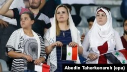 محدودیت برای ورود زنان ایرانی به ورزشگاهها در حالی اعمال میشود که زنان خارجی حق دارند برای تماشای مسابقات به ورزشگاه بروند.