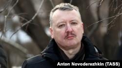Найвідомішим громадянином Росії, який мешкає в Москві і мав причетність до сепаратистських угруповань на Донбасі, є Ігор Гіркін, знаний за псевдо «Стрєлков»
