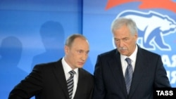 Prime Minister Vladimir Putin (left) with Boris Gryzlov at a United Russia meeting (file photo)