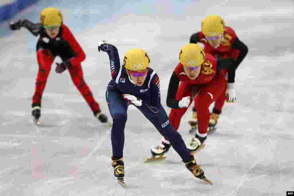 South Korea's Cho Ha-ri (center) competes in the women's short-track 3000-meter relay final. The South Korean team won the gold. (AFP/Adrian Dennis)