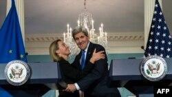 Федерика Могерини и Джон Керри на встрече в Вашингтоне