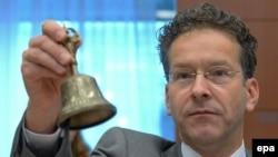 Еврогруппанын төрагасы Эрон Дейсселблум евромейкиндиктин финансы министрлеринин Грециядагы абалды талкуулаган жыйынын баштоодо. Брюссель, 13-июль 2015