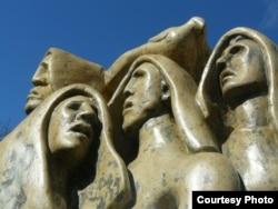 Unul din monumentele în amintirea victmelor Holodomorului din Ucraina
