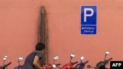 موتورسواران خيابانگرد و کيف قاپ ها مشکل بزرگ خيابان های مالزی هستند.