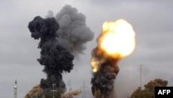 Explozii la Tripoli în vecinătatea rezidenței lui Gaddafi