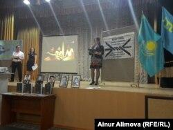 18 мамыр 1944 жылғы Қырым татарлары депортациясы құрбандарын еске алу жиыны. Алматы, 18 мамыр 2014 жыл.