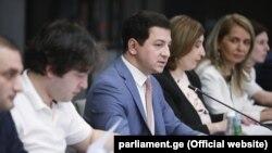 Как заявил Арчил Талаквадзе, речь идет о переходе на новую, «более справедливую и объективную» модель финансирования партий, новом принципе комплектации комиссии ЦИК и пр.