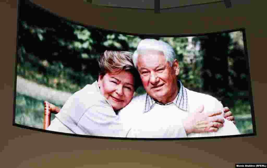 Первая леди Наина Ельцина и президент России Борис Ельцин.
