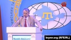 Krym tatarlarynyň lideri, milli azatlyk ugrundaky hereketiň weterany Mustafa Jemilew 2-nji awgustda geçirilen konferensiýada çykyş edýär.