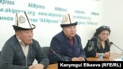 Нашарат Жакыпбеков (сол жақта), Шаршенаалы Кабатегин (ортада) және Гүлшан Жолбунова.
