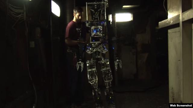 نمایی از روبات سیفیر