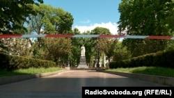 Пам'ятник генералу Ватутіну у Києві.