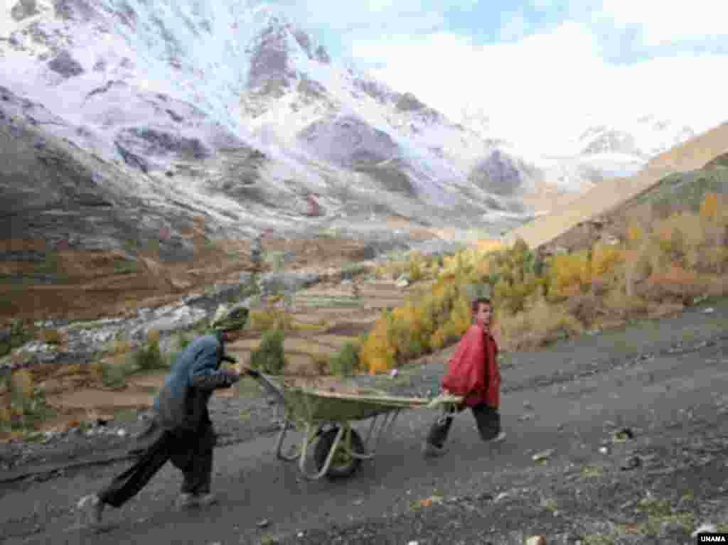 پادشاه فصلها پاییز - افغانستان، برف پاییزی در کوههای هندوکش