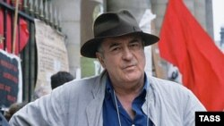 Бернардо Бертолуччи на съемках фильма «Мечтатели»