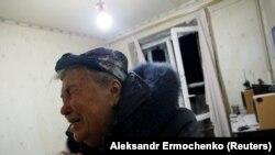 Donetskdə evi ziyan görmüş qadın, 5 noyabr, 2017-ci il