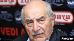 Armenia -- Vahak Hovnanian at a press conference in Yerevan. 12Jun2012