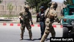 ავღანეთის უსაფრთხოების ძალების წარმომადგენლები შსს-ს შენობასთან. ქაბული, 2018 წლის 30 მაისი