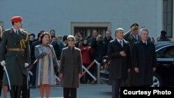 Кыргызстандын президенти Алмазбек Атамбаевдин Австриянын федералдык президенти Хайнц Фишер менен жолугушуу учуру.
