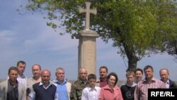 Veterani de război la Crucea de lîngă Coșnița