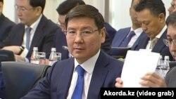 Аскар Жумагалиев на одном из заседаний правительства. 30 января 2019 года.