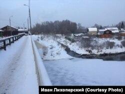 Незамерзающий ручей, впадающий в Клязьму, в районе аэропорта Шереметьева