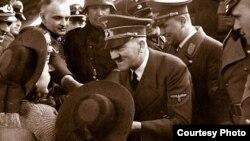 Адольф Гитлер 1941-жылдын 20-августунда «Фау» ракетасын иштеп чыгууга көрсөтмө берген.