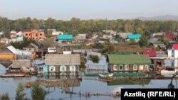 Сотрудниками МЧС и Министерства обороны Южной Осетии передали на нужды пострадавших от наводнения на Дальнем Востоке России свою трехдневную зарплату