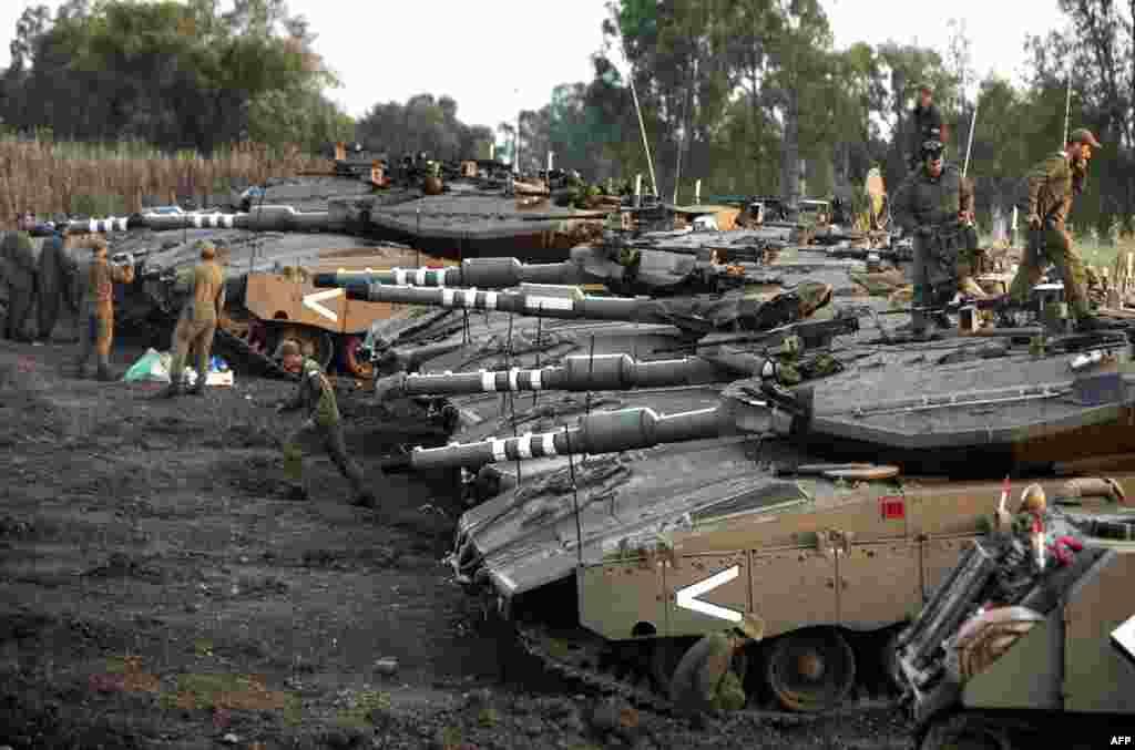 Suriya ilə sərhəddə İsrailin əlində olan Qolan yüksəkliklərində İsrail tankları cəmləşdirilib.