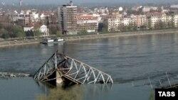 Most u Novom Sadu uništen u NATO bombardovanju, april 1999.