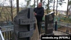 Скульптар Ігар Засімовіч адкрывае помнік