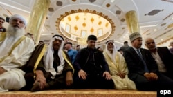 Chechen leader Ramzan Kadyrov (center) attends morning prayers at the Abu Ghosh mosque in Israel in 2013.