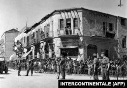 O fotografie nedatată din timpul mandatului britanic la conducerea Palestinei înfățișează un cartier evreiesc din Ierusalim, în perioada aplicării legii marțiale, între 29 noiembrie 1947 și 14 mai 1948 (proclamarea statului Israel).