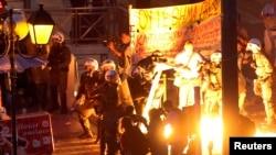 Столкновение демонстрантов с полицией в столице Греции. Афины, 15 июля 2015 года.