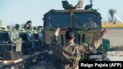 В Эстонию прибывает техника и французские солдаты для защиты балтийской страны от возможной российской агрессии