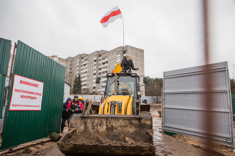 Пратэст супраць будаўніцтва офіснага цэнтру на тэрыторыі Курапатаў. Зьміцер Дашкевіч спрабуе спыніць будаўнічыя працы