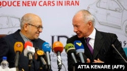 Thierry Bollore (right), deputy director of competitiveness at Renault, and Iranian Minister of Industry Mohammad Reza Nematzadeh attend a press conference in Tehran on August 7.