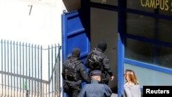 Француз полициясы шектүүлөрдү кармоо операциясында. 18-апрель, Марсель
