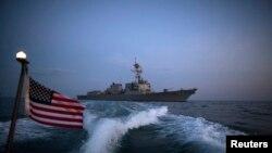Distrugătorul american USS Truxtun în apele Mării Negre în apropierea coastelor Bulgariei și României