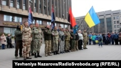 В акції взяли участь як бійці добровольчих підрозділів, так і ті, хто навесні 2014 року сам прийшов до військоматів